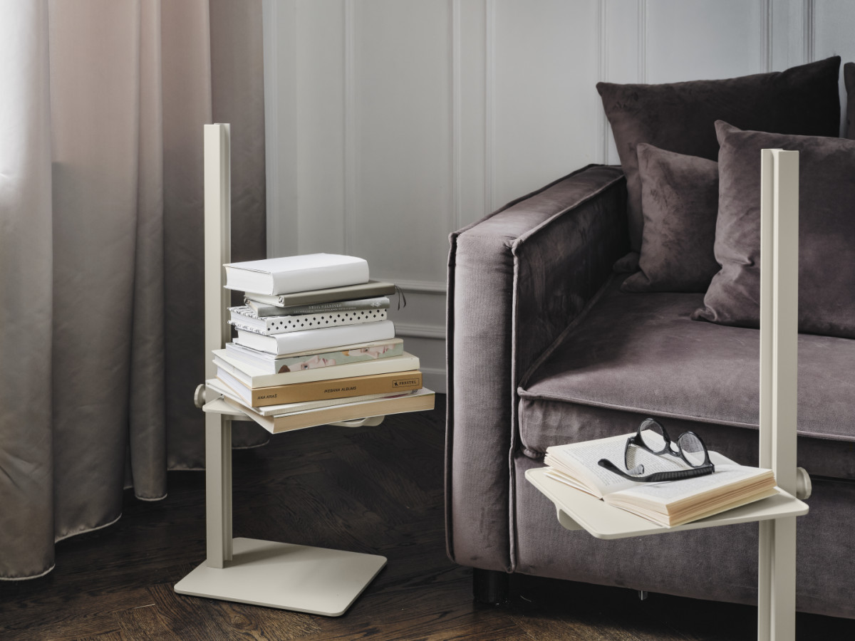 Museum™ Sidetable in beige. Height-adjustable side table from the Museum assortment. Place it in your living room and use it as an extra table by your sofa.