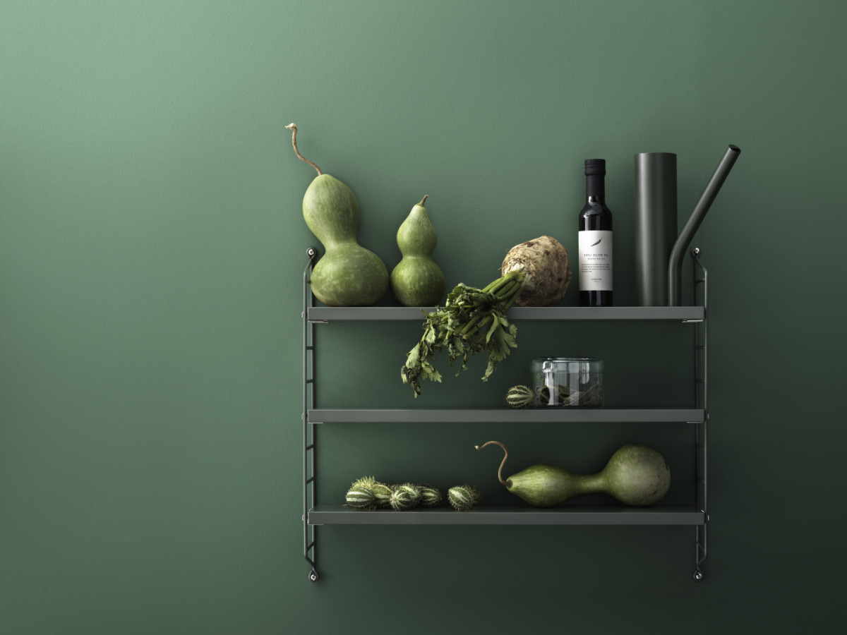 String Pocket in the deep green colour Sage. String Pocket is sold as one unit but can easily be built out into a larger shelf.