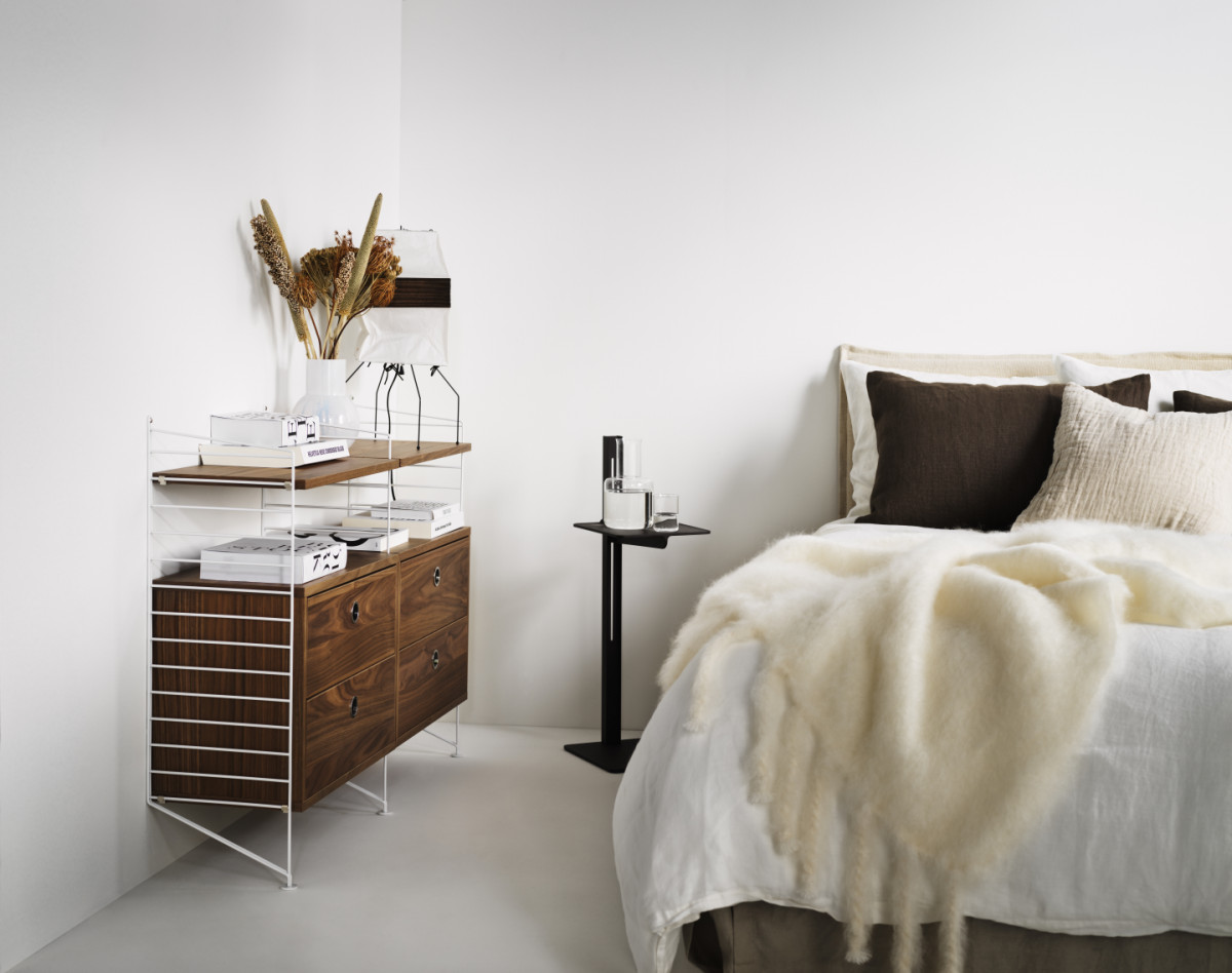 String shelf with white floor panels from String System. Drawers and shelves in walnut. Side table from Museum in dark brown. Use it as a dresser in your bedroom and add a Museum shelf as a nightstand.