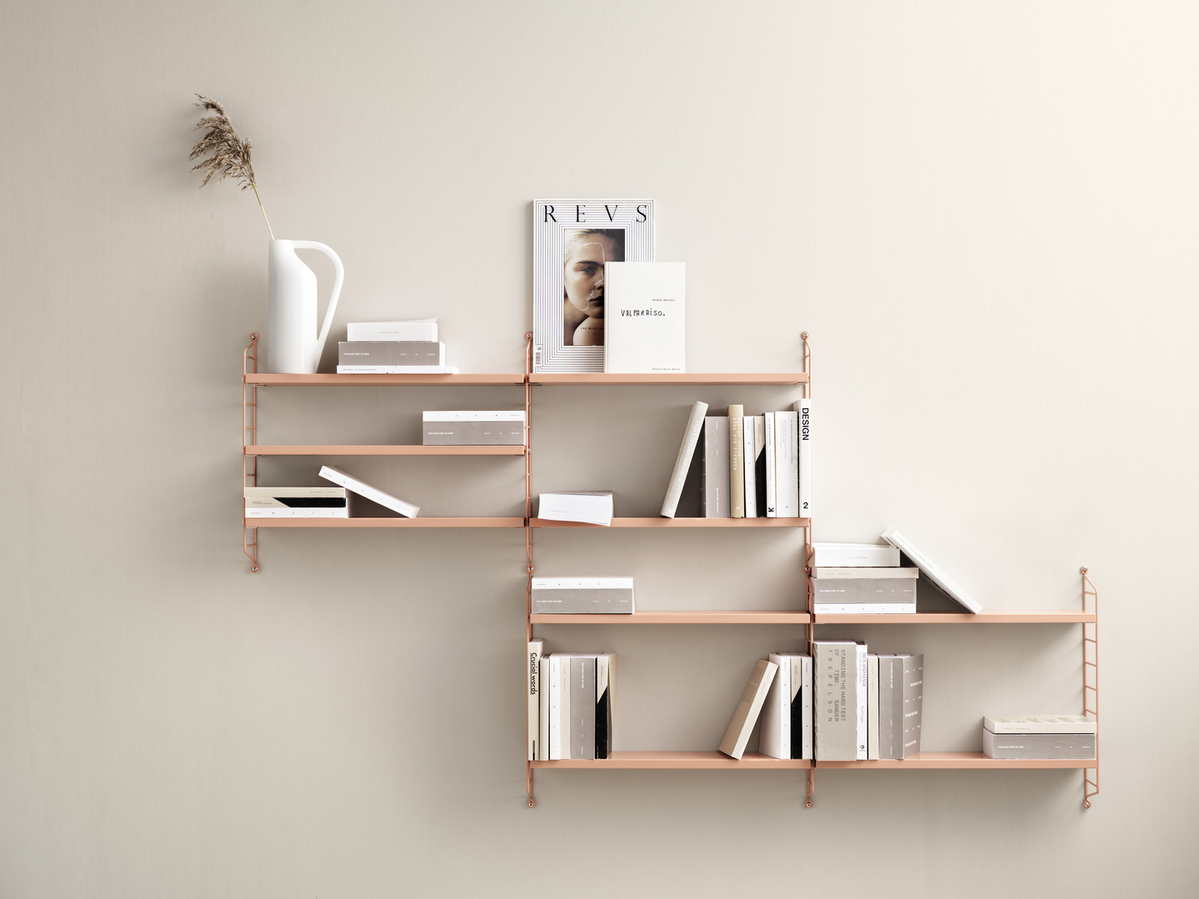 Wall mounted living room solution from String. Wall panels and shelves in blush.